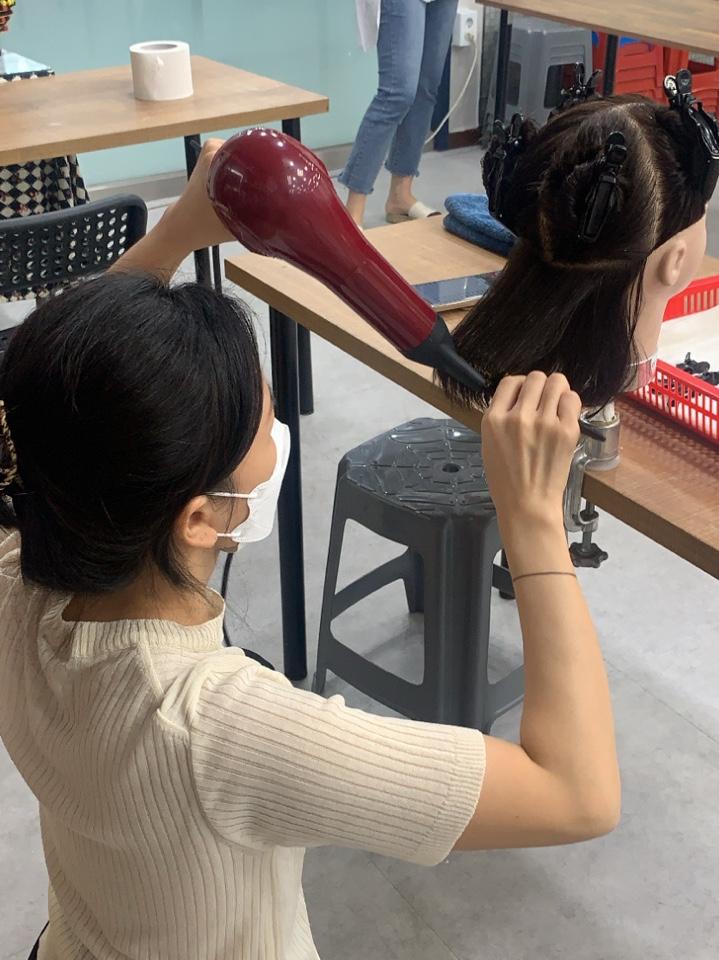 부천캠퍼스 헤어국가자격증 오전반 '드라이' 수업모습